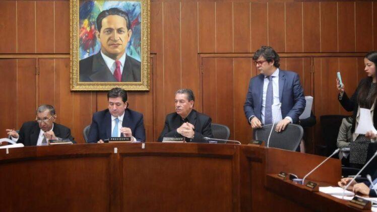 Congreso busca convertir dineros públicos de la salud en privados, que beneficiarán a las EPS